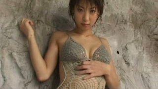 Beautiful Japanese model Mariko Okubo demonstrates how sexy and hot is her body