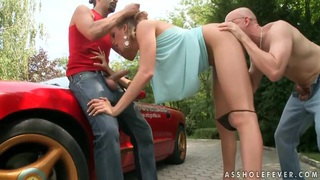 A roadside threesome you won't soon forget